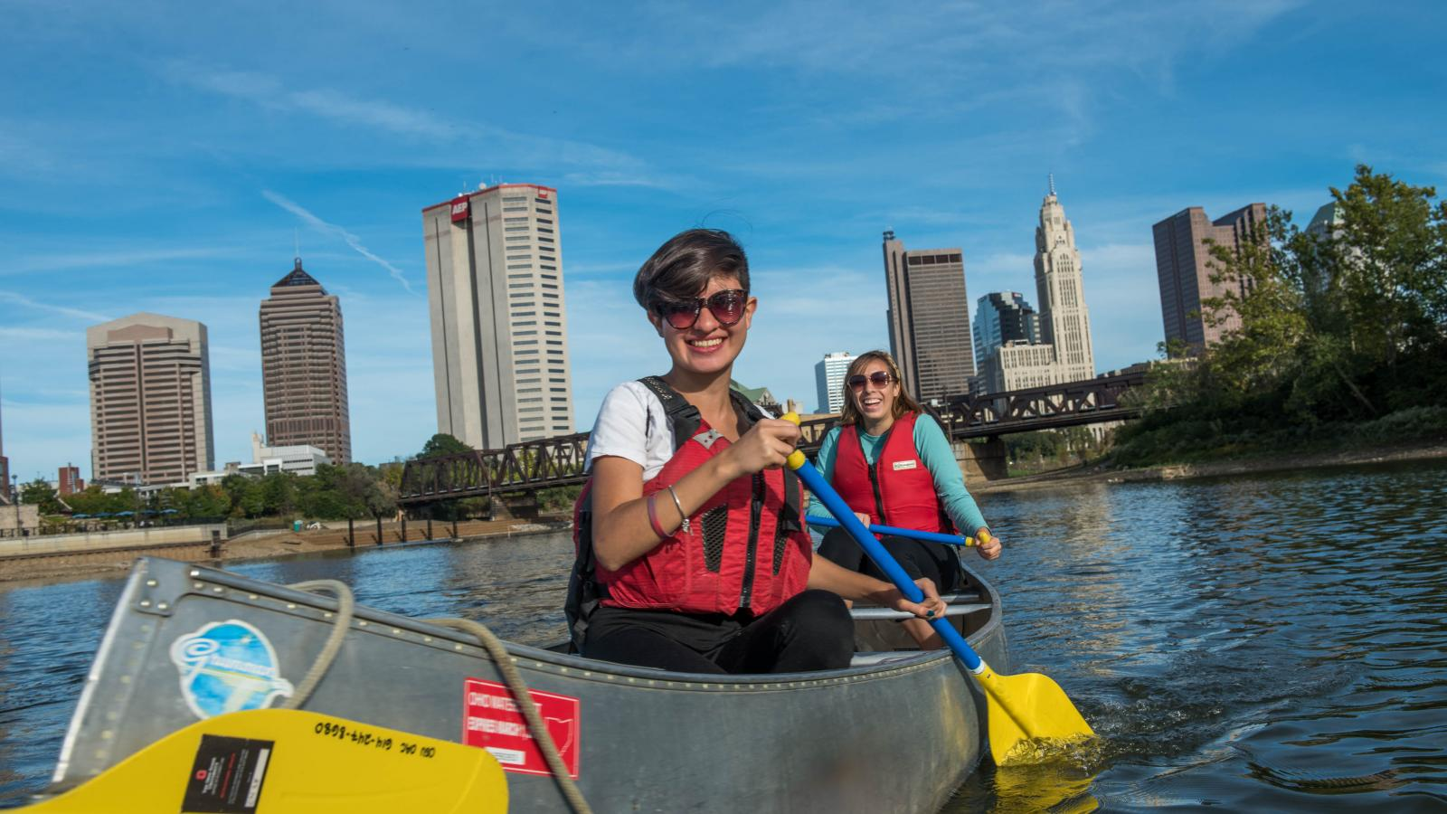 students canoeing in Columbus